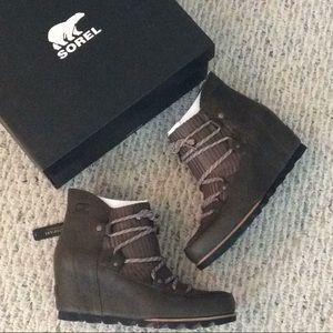 🆕 SOREL green leather waterproof wedge boots